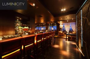 BAR LED LIGHT AND WALL ACCENTS IN A CLASSICAL ENVIRONMENT