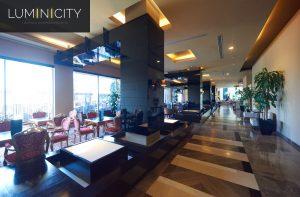 CENTRALE HOTELLOBBY MET STUURBARE KOOFVERLICHTING