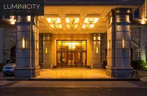HOTEL ENTREE MET LICHTGEVOELIGE STURING